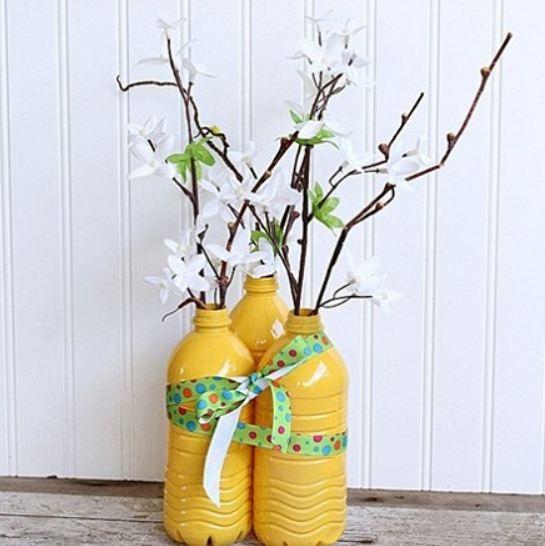 Lọ hoa từ chai nhựa tái chế
