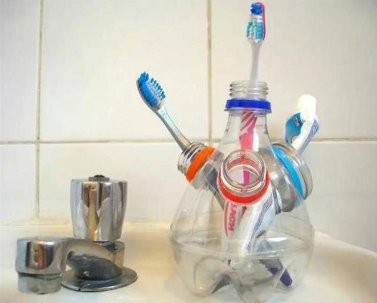 Tái chế chai nhựa phế liệu thành hộp đựng bàn chải đánh răng tiện dụng