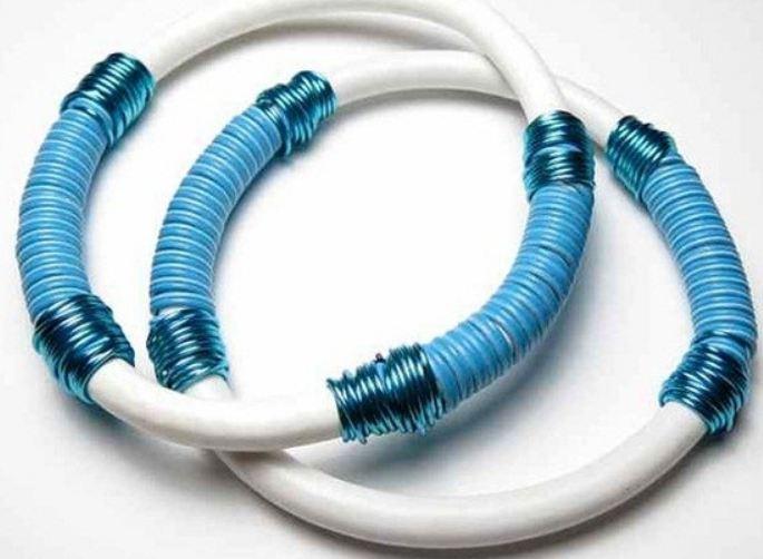 Vòng đeo tay từ dây điện cũ